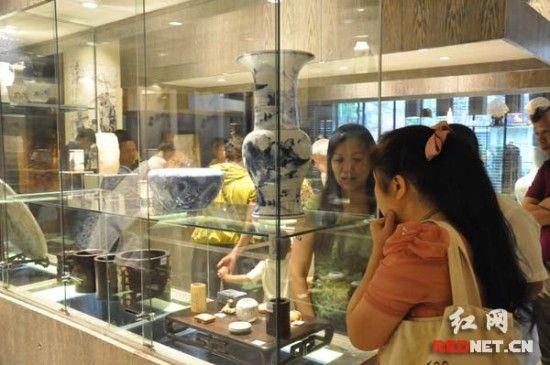 长沙市文物商店新址开业,受到文物收藏界的关注。